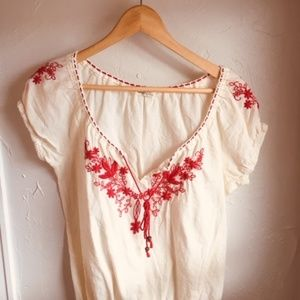 Tops - Great embroidered shirt